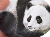 Sasso dipinto panda gigante
