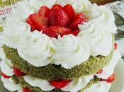 Sponge cake macha frosting allo yogurt fragole