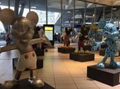 Foto. Topolino alla Stazione Napoli: statue topo Disney accolgono pendolari