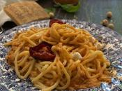 Spaghetti alla chitarra pesto pomodorini arrostiti, zucchine nocciole