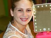Specchio trucco luminoso. Ecco nuovo alleato tutto rosa makeup
