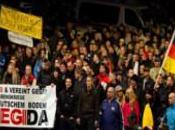 """Germania. """"Merkel vattene"""": migliaia Dresda secondo anniversario Pegida"""