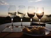 DELLE INDIE Degustando vino birmano Inle Lake