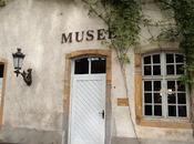 Papier peint. delizioso museo francese...