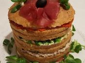 Panettone gastronomico semintegrale farcito bresaola, tonno, valeriana, broccolo, radicchio, cetriolini, stracchino, arrosto tacchino salsa piccante