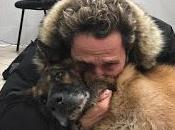 """Enzo Salvi dice addio cane Victor: """"Grazie amore anni donato"""""""