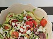#VEGGYME Insalata zoodles pomodorini, ceci, olive greche, cipollotto feta