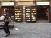 Mercato librario crisi: giovani vivono leggono solo social