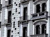 Cruciverba gigante sulla facciata Grand Hotel Parker's Napoli