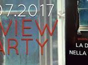 Review party: donna nella pioggia