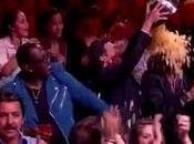 """American Idol"": lambada cantato vetrine frantumato"