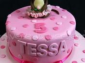 Torta compleanno pasta zucchero rosa bimba scimmietta tridimensionale