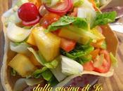 Insalata cachi persimon, ravanelli, cuori lattuga cestino pane