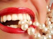 Come sbiancare denti modo naturale: rimedi utilizzati