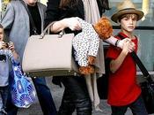 look Victoria Beckham incinta: pants pelle Fendi