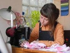 Quando riciclo diventa artigianato: magia Sara, trasforma materiali recupero aiuta l'ambiente