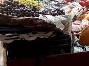 FOTO/ fruttivendolo l`economia `cashless`