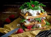 Club sandwich carne, squacquerone, rucola, lamponi coulis mango