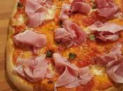 Pizza speck cotto mozzarella