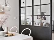 Scandinavian Chic: spazio diviso parete vetrata