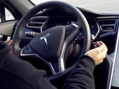 Attacco hacker alle auto guida assistita: bastano degli adesivi sull'asfalto farle sbandare
