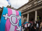Centinaia transgender pentono della transizione