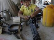 Guerra Libia, foto choc: usano bambini contro Raìs