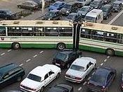 Arteria moscovita congestionata traffico