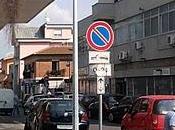 sono indecenti, parcheggiano pure sopra...