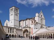 Assisi sprofonda lentamente secondo satelliti.