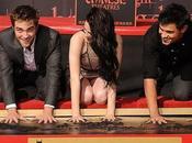 Robert Pattinson, Kristen Stewart Taylor Lautner lasciano impronte cemento Grauman's Chinese Theater (video)