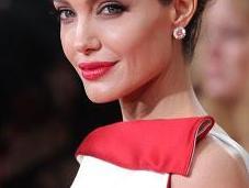 Angelina Jolie adotta ancora