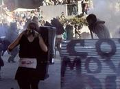 Oakland (California): scontri indignados polizia, cento arresti