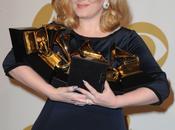 Adele, regina Grammy Awards, eguaglia record Beyoncé