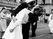 bacio della Vittoria: storia foto realtà, due)