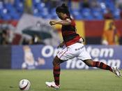 Ronaldinho sbaglia porta vuota (VIDEO)